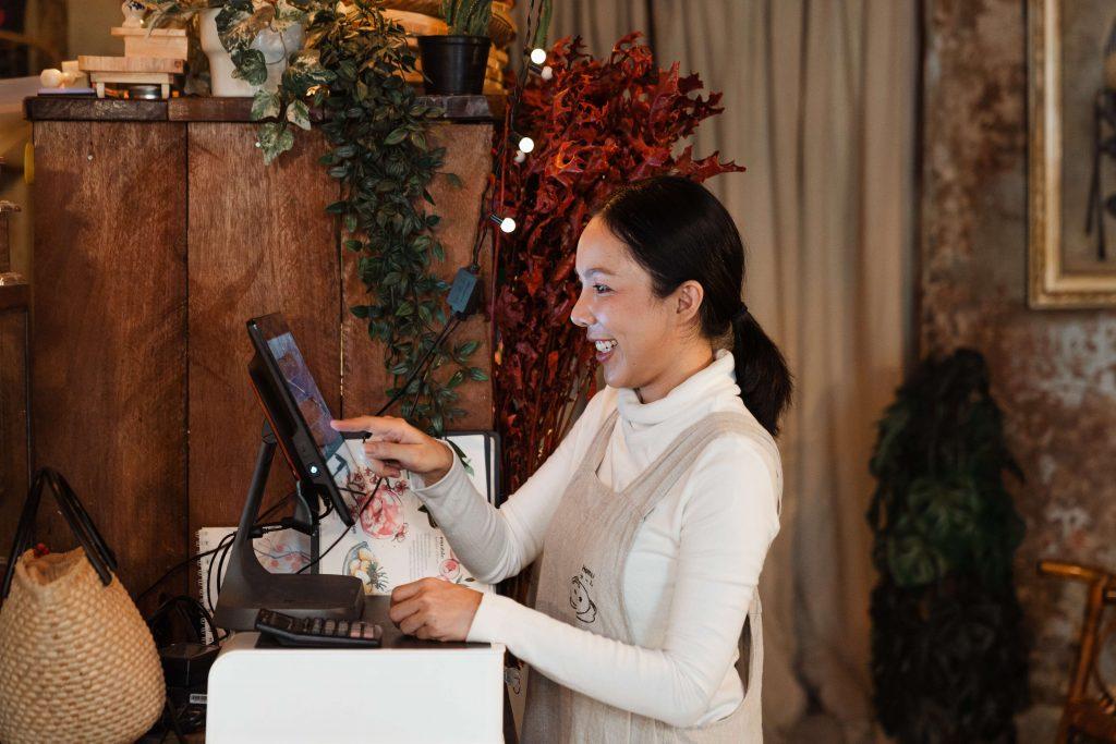 restaurant staff using kiosk for food ordering