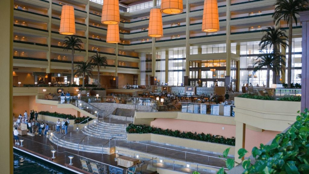 How to Use Digital Signage for Hotels To Improve Guest Experiences-4