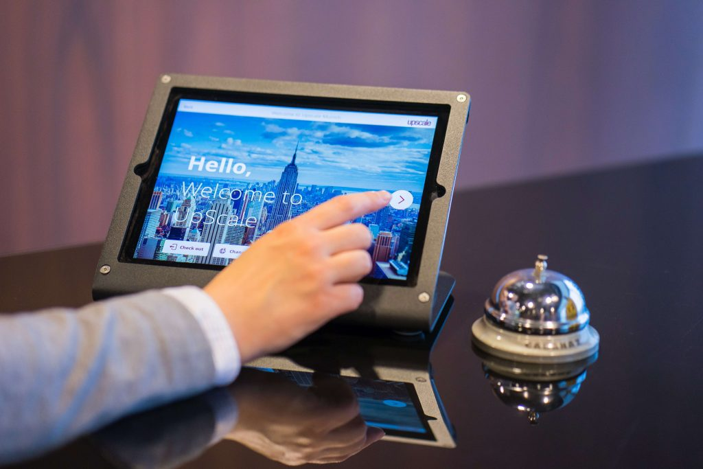 How to Use Digital Signage for Hotels To Improve Guest Experiences