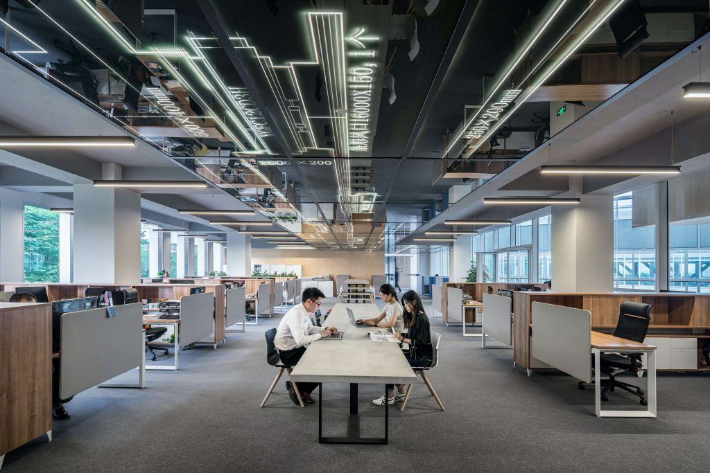 7 creative hybrid workplace ideas for smbs-office workers